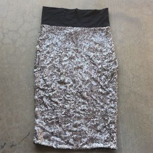 🙈4 for $40💥💥 bebe Glitter silver Sequin Top
